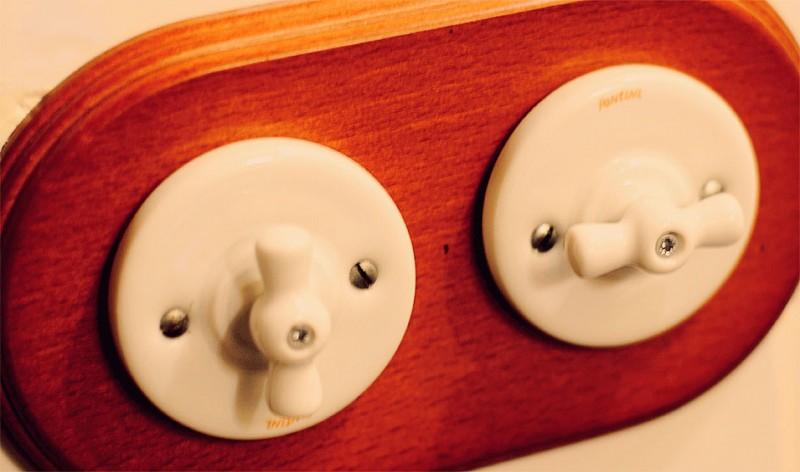Interruptores de luz al estilo antiguo.