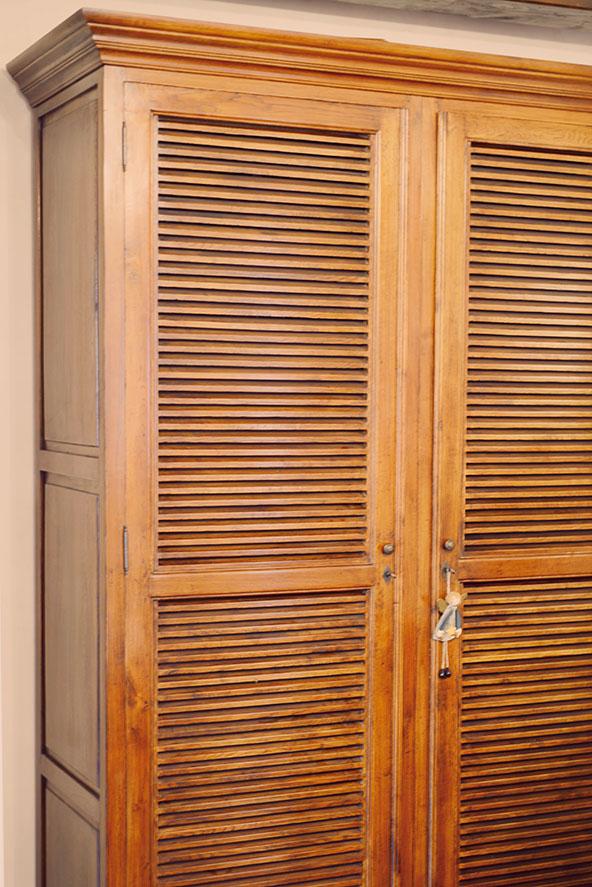 Armario madera manual